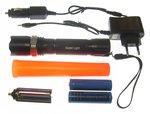 Led-3-Watt-zaklamp-oplaadbaar-+-2X-li-ion-18650-accu-verkeersregelaars-lamp-met-opzet-kegel